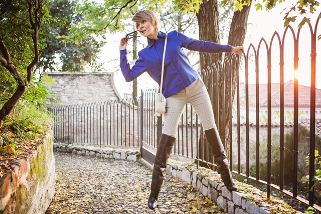 darya-kamalova-thecablook-fashion-blog-russian-blogger-italy-moda-street-style-pixie-short-hair-fashion-blogger-vjstyle-pants-hm-paris-collection-over-knee-black-leather-boots-blue-cobalt-jacket