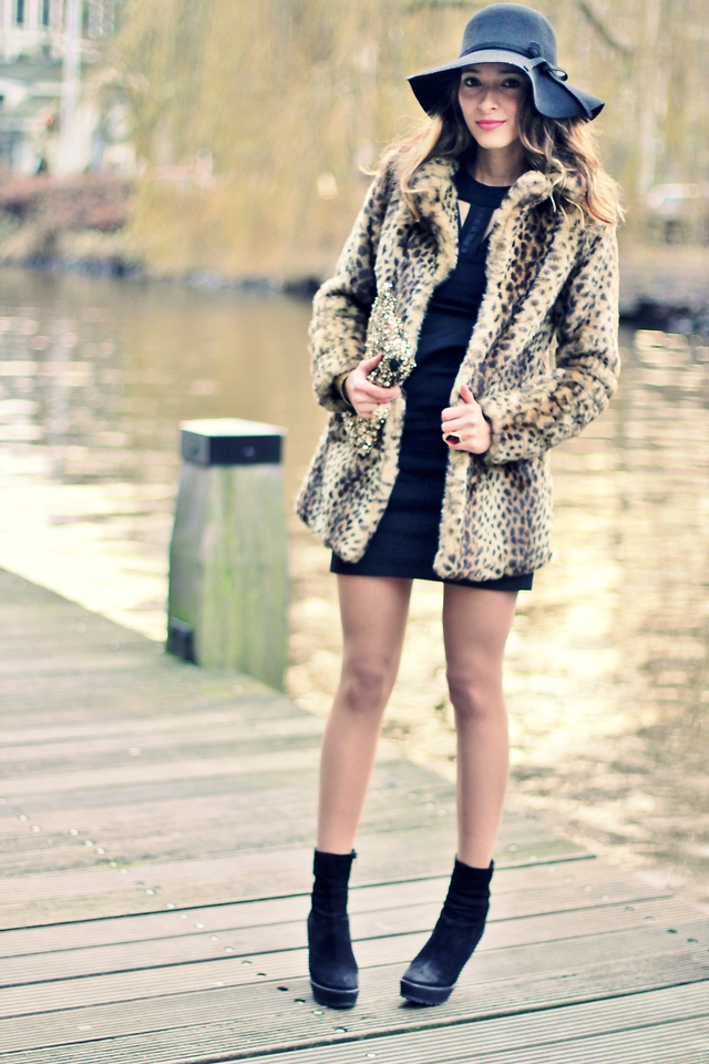 Women-winter-fur-coats-with-detailed-explanation-in